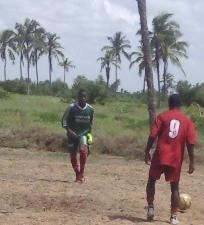 Tidjani ici en vert lors du stage de Togbin - Banlieue Ouest de Cotonou Plage