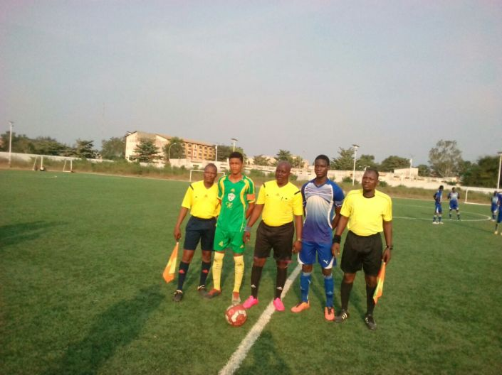 en Bleu le capitaine d alodo sports, avant le match face à Abi FC