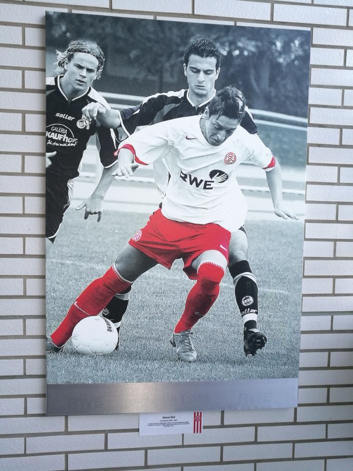 Özil ici sous les couleurs du Rot-Weiss Essen (2000-2005)